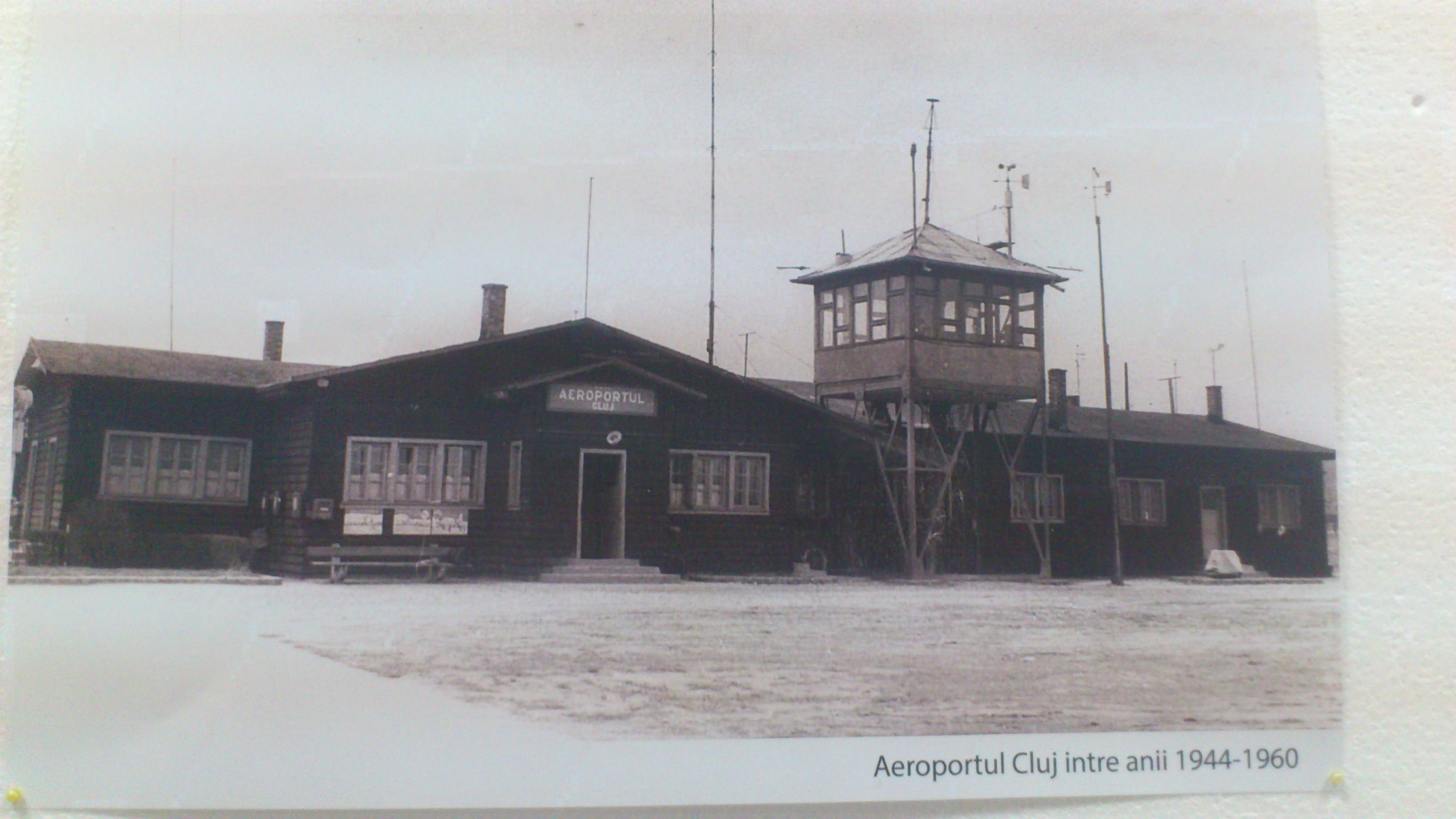 FOTO. Cum arăta Aeroportul din Cluj acum 70 de ani. Plus: ce fac românii din istoria aviaţiei între terminalele de pasageri