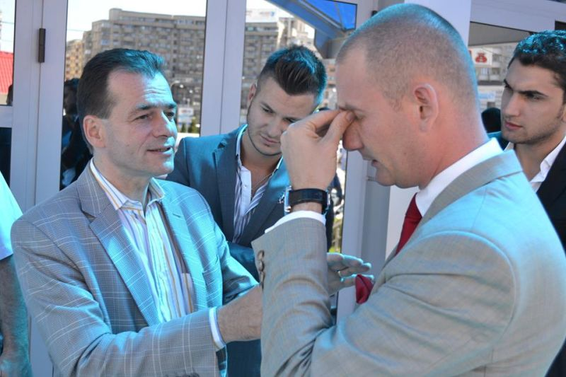 Seplecan (dreapta), consolat de Ludovic Orban                               foto: Mihai HENDEA