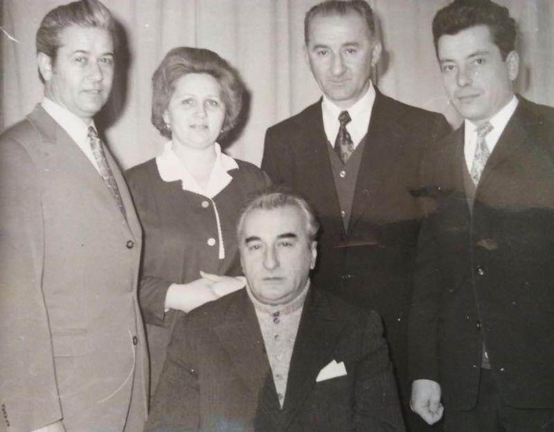 În centru e Colonelul Ceacanica, iar în dreapta e Augustin Nona, pe atunci locotenent major