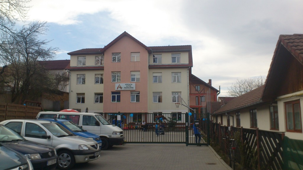 casa cu baloane albastre
