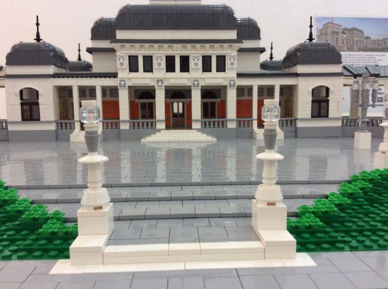 Casinoul din Parcul Central, reprodus din Lego