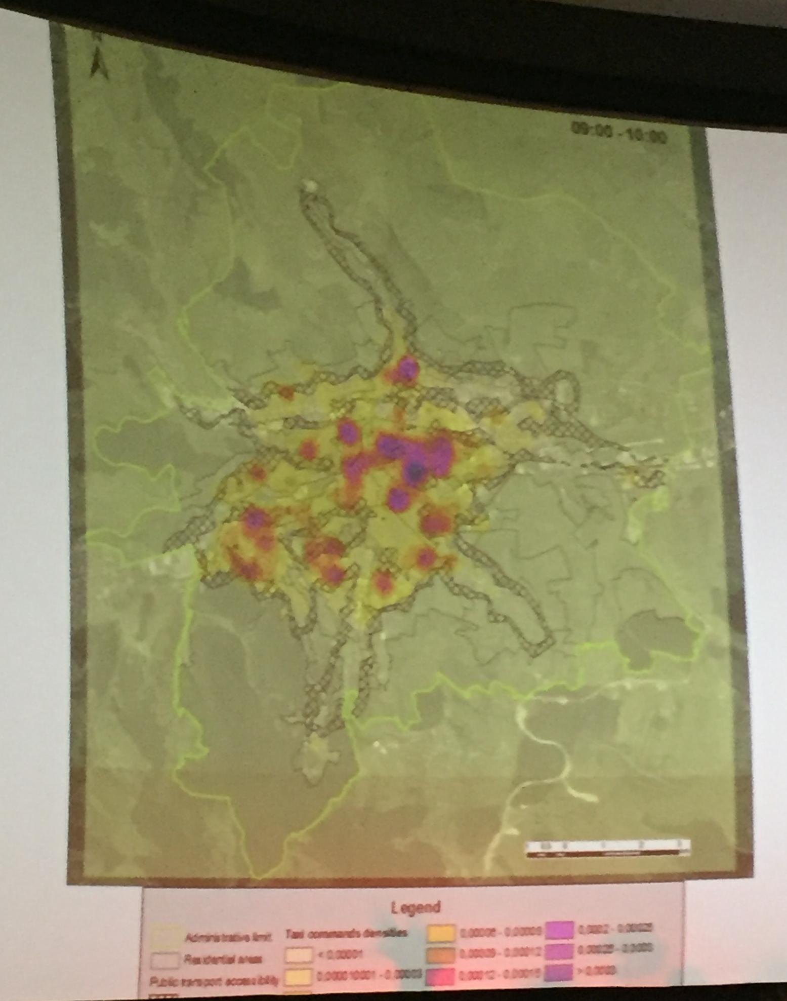 zone cu trasport-public deficitar (cele hasurate), suprapuse pe vârful comenzil taxi din Cluj, sursa foto: studiu Transport mobility and socio-spatial segregation, coordonator Benedek Jozsef